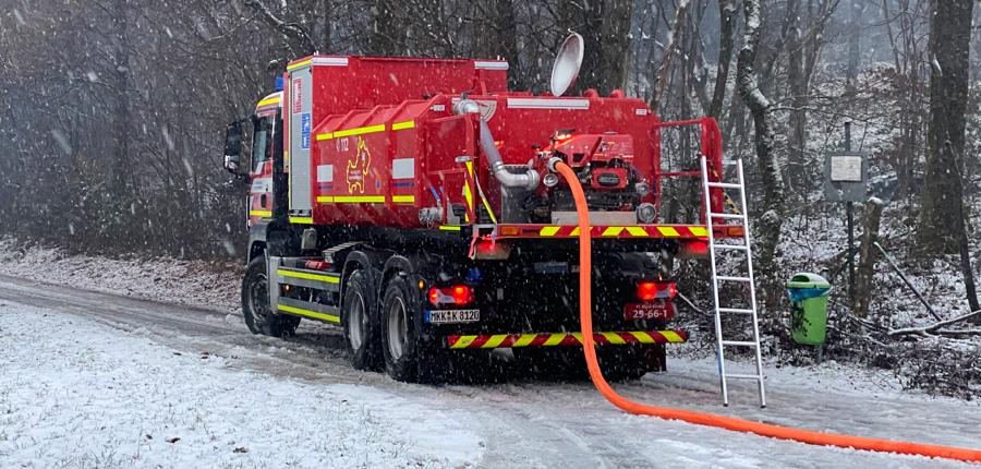 Sonderfahrzeug – F 2 – Gartenhütte, Brachttal, AB Wasser benötigt